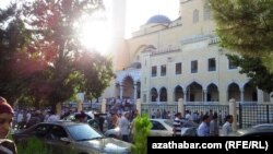 Aşgabatda Oraza baýramy, Är-Togrul metjidi, 8-nji awgust, 2013.