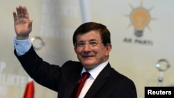 Türkiyeniñ yañı baş naziri Ahmet Davutoğlu