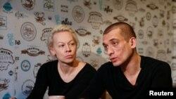 Петр Павленский и Оксана Шалыгина