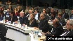 Лидер партии «Наследие» Раффи Ованнисян на съезде ЕНП, 17-18 ноября 2014 г․