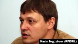 """Главный редактор газеты """"Взгляд"""" Игорь Винявский. Алматы, 19 мая 2011 года."""