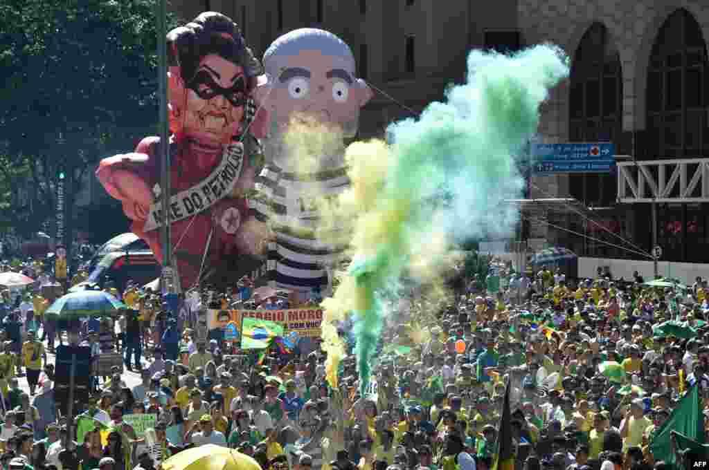 Согласно соцопросам, более 60% бразильцев поддерживают импичмент На фото – демонстрация за отставку Русеф