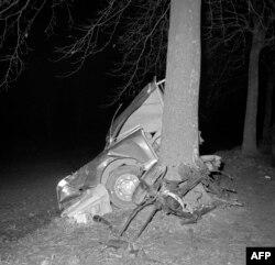 Fransa - 5 yanvar 1960-cı il, Albert Camus-un öldüyü avtomobil qəzası, Yonne.