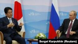 Синдзо Абэ жана Владимир Путин. Владивосток, 7-сентябрь, 2017-жыл.
