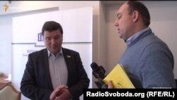 Очільник парламентського комітету з питань інформатизації і зв'язку Олександр Данченко запевняє, що діяв у державних інтересах, коли робив запит щодо «Укртелекому», який є конкурентом його власної фірми