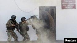Қырғызстан арнайы күштері терроризмге қарсы жаттығу кезінде. (Көрнекі сурет)