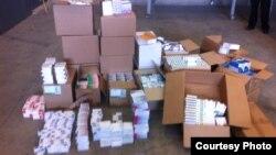 Kutitë me medikamente që janë konfiskuar sot nga Dogana e Kosovës