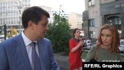 Разумков запевнив, що оприлюднена журналістами про сумнівний бекграунд деяких кандидатів бралася до уваги партією
