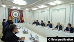 Встреча президента КР с торага и лидерами фракций Жогорку Кенеша, 1 декабря 2017 г.