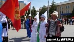 Фестивалдын ачылыш аземинен. Нарын, 1-июль, 2013.
