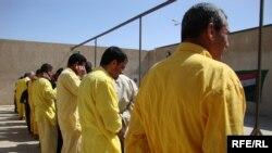 سجناء في معسكر التاجي