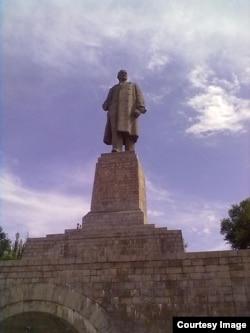 Самая большая в мире статуя Ленина на Волго-Донском канале авторства Евгения Вучетича занесена в книгу рекордов Гиннесса