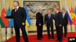 Presidents Viktor Yanukovych of Ukraine, Alyaksandr Lukashenka of Belarus, Nursultan Nazarbaev of Kazakhstan, Vladimir Putin of Russia, and Almazbek Atambaev at their meeting in Astana on May 29.