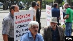 В соответствии с постановлением парламента с 1 января 2015 года по всей Абхазии начнется обмен паспортов. В ходе этой работы будут рассмотрены все вопросы законной или не законной выдачи гражданства всем гражданам Абхазии