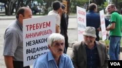 По инициативе медиа-клуба «Айнар» и политологического центра «Север-Юг» в Сухуме прошел круглый стол, посвященный проблеме паспортизации. В дискуссии принимали участие представители оппозиции, провластной партии, гражданского общества, а также российские эксперты