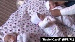 Эти тройняшки родились два года назад в Муминабадском райое
