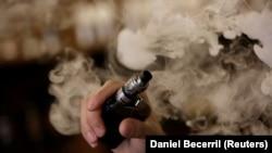 У США продовжують фіксувати серйозні захворювання легенів серед курців електронних сигарет
