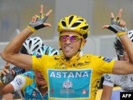 'Тур де Франс' жеңімпазы Альберто Контадор. Париж, 25 шілде 2010 жыл.