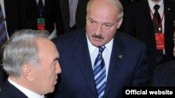 Қазақстан президенті Нұрсұлтан Назарбаев пен Беларусь президенті Александр Лукашенко. Астана, 5 шілде 2010 жыл.