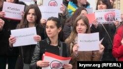 Акция «Не убивайте ATR» в поддержку первого и единственного в мире крымскотатарского телеканала ATR, Киев, 28 марта 2015 года