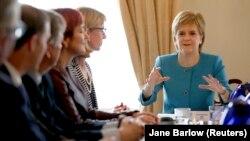 Первый министр Шотландии Никола Стерджен на заседании правительства. Эдинбург, 25 июня 2016 года.