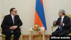 Armenia - President Serzh Sarkisian (R) meets Ivan Volinkin, the newly appointed ambassador of Russian Federation to Armenia, Yerevan, 25May 2013.