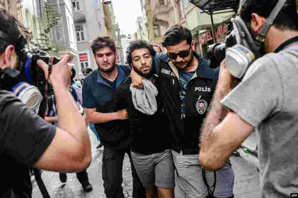 Поліція затримала двох осіб