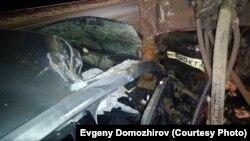 Кузов снегоубрщика разрезал лобовое стекло машины