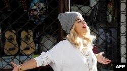 Rita Ora tokom snimanja spota u Prištini