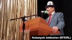 Азимбек Бекназаров на курултае. 17 июля 2017 г.