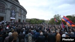 Armenia - Opposition supporters rally in Yerevan's Liberty Square, 13 April 2018.
