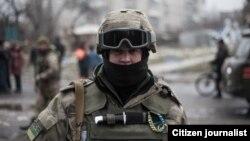 Шығыс Украинадағы үкімет әскери сарбазы. (Көрнекі сурет.)