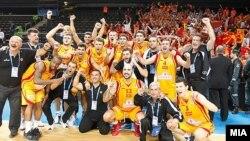 Македонија ја победи Литванија 67 - 65 во четвртфиналето на ЕП во кошарка во Литванија и обезбеди пласман во полуфиналето со Шпанија.