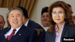 Бывший президент Казахстана Нурсултан Назарбаев и его старшая дочь Дарига, которая занимала пост спикера сената парламента.