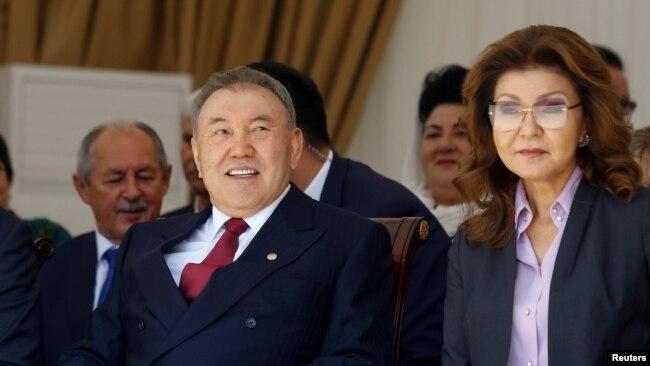 Нурсултан Назарбаев в бытность президентом Казахстана и его старшая дочь Дарига Назарбаева, в то время вице-премьер. Алматы, 1 мая 2016 года.