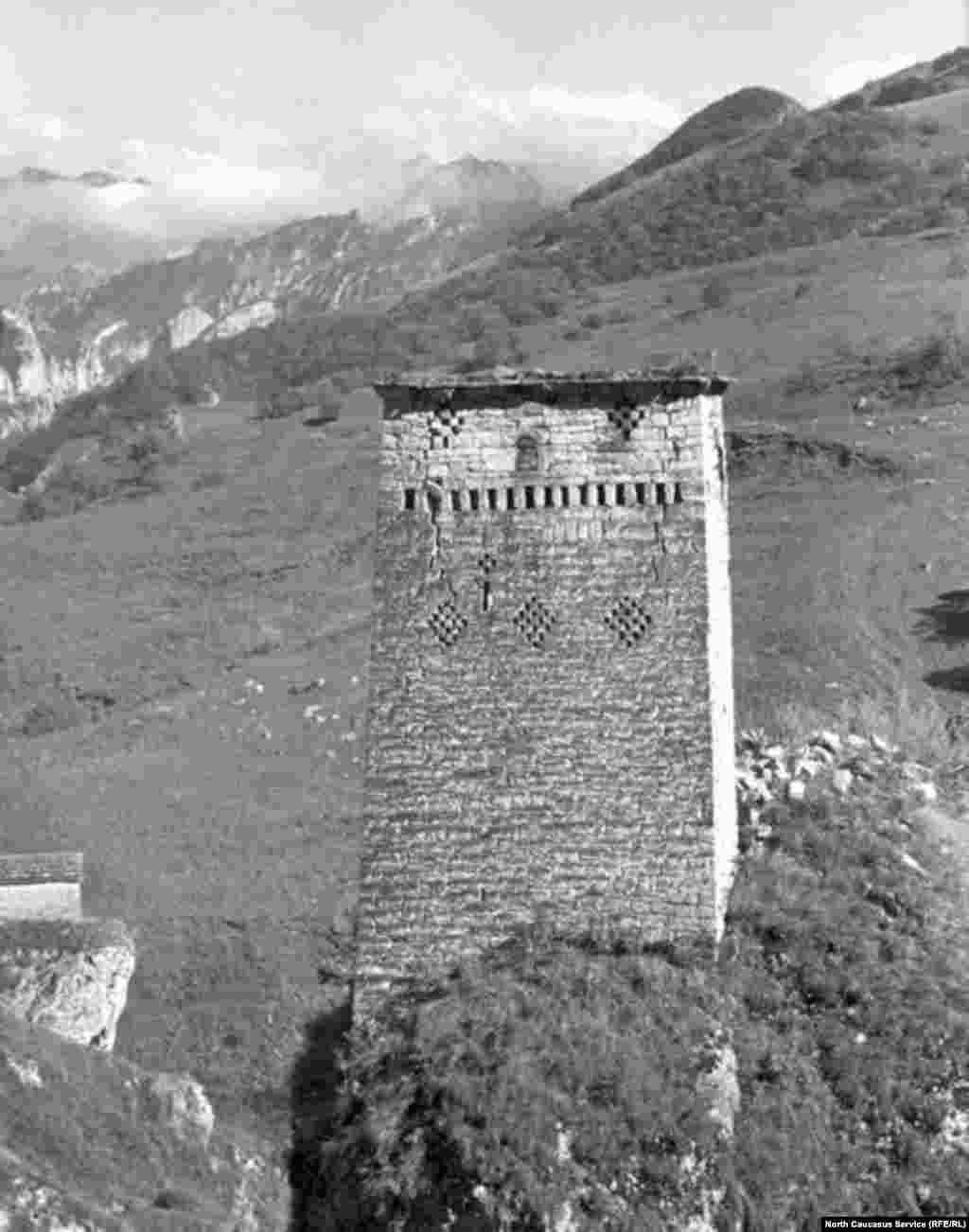 Башня Дисчи-Бов на горе Мизир-корт