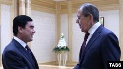 Министр иностранных дел России Сергей Лавров (справа) на встрече с президентом Туркменистана Гурбангулы Бердымухамедовым. Ашгабат, 28 января 2016 года.