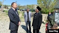 İlham Əliyev Qobustan sakinləri ilə görüşür, 1 may 2013