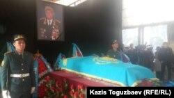 Прощание с легендарным летчиком Талгатом Бегельдиновым. Алматы, 12 ноября 2014 года.