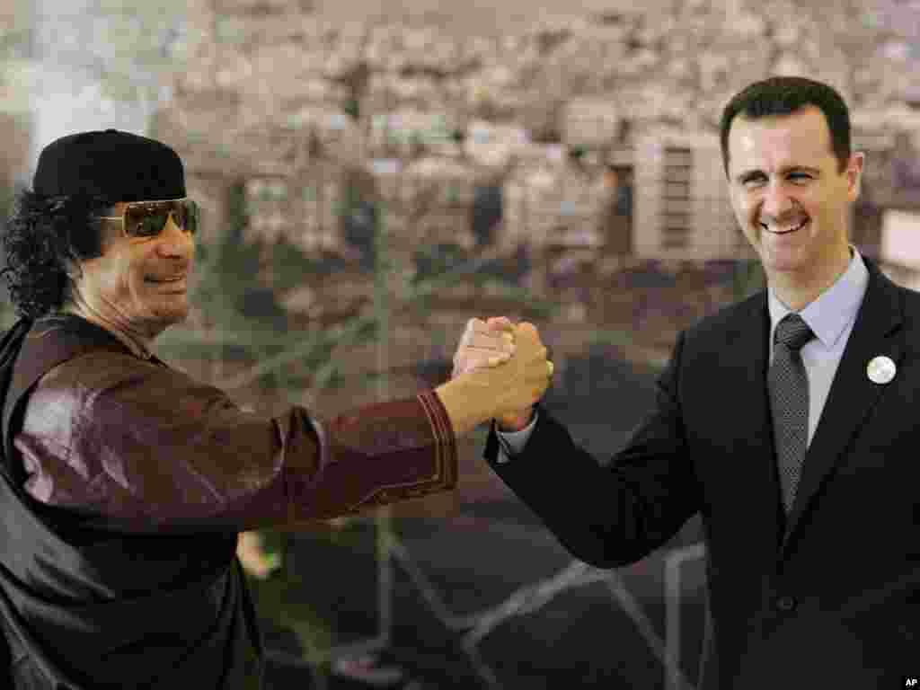 Март 2008 ел. Каддафи Сүрия президенты Бәшәр Әсадны сәламли