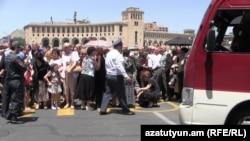 Armenia -- Workers of Nairit chemical plant demonstrate in Yerevan, 4Jun2015