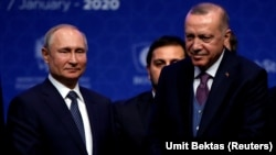 Turkish President Recep Tayyip Erdogan (right) and Russian President Vladimir Putin mark the formal launch of the TurkStream pipeline on January 8.