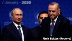 Россия президенти Владимир Путин Туркия президенти Ражаб Тоййиб Эрдўғон билан. Истанбул, 2020, 8 январь.
