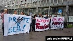 Novinari prosvjeduju ispred Općinskog suda u Zegrebu, 6. jul 2016.