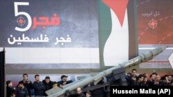 نمایش موشک فجر پنج در همایش حزبالله لبنان در بیروت در آذر ۹۱