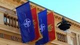 Drapelele NATO pe clădirea guvernului Muntenegrului, Cetinje, 3 decembrie 2015