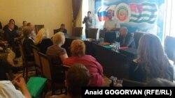 На 22 тысячи русского населения республики приходится сегодня 25 различных организаций, представляющих общину