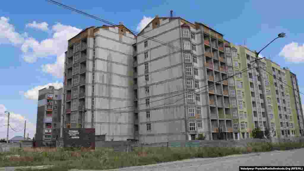Недобудований 180-квартирний дім