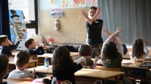 Solidarno znakovnim jezikom sa drugom iz razreda