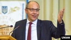 Андрій Парубій нагадав, що напередодні, 17 липня, попросив Зеленського оформити подання щодо скликання позачергової сесії парламенту, аби дотриматися регламенту